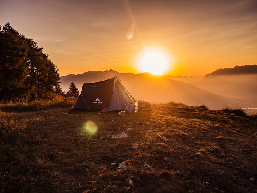 Camper am Sonnenaufgang